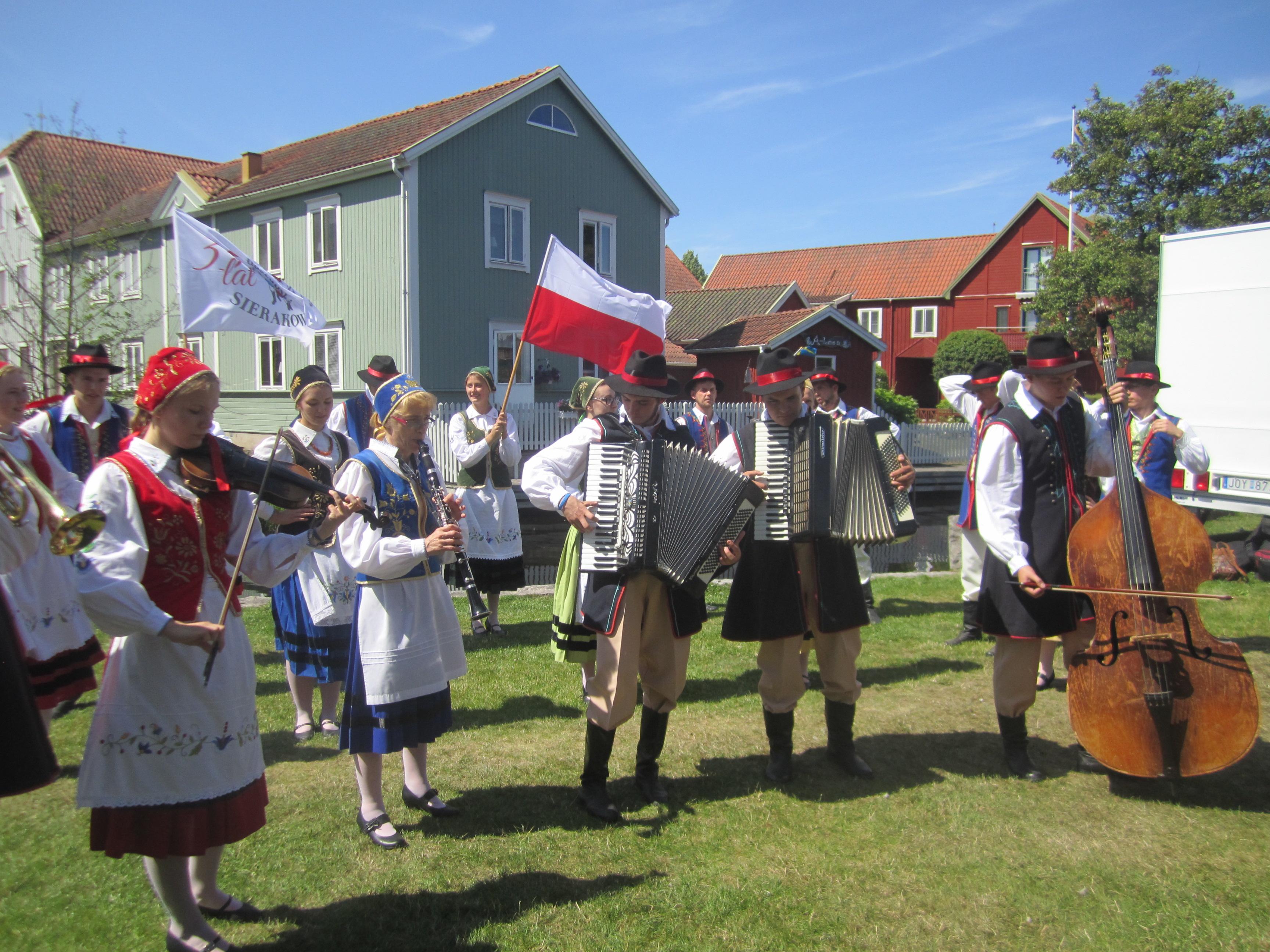 Folkdans-och musikgruppen Sierakowice i Blekinge.